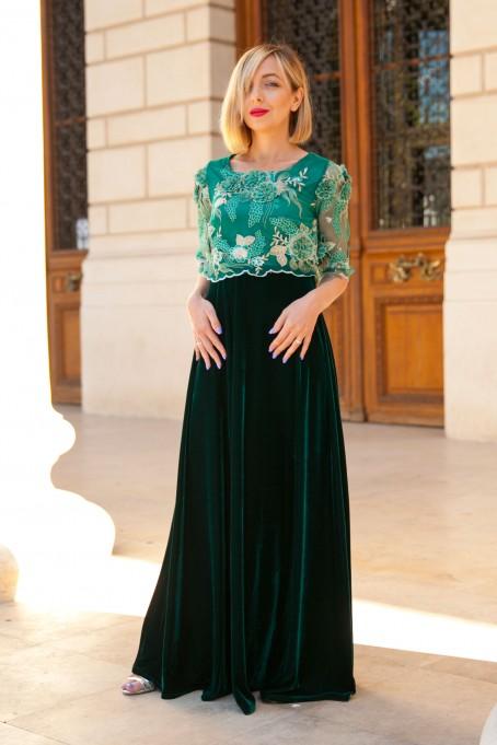 Rochie lungă din catifea și dantelă...
